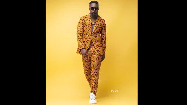 Happy Birthday King @sarkodie. Also, welcome to the Kaba Family.