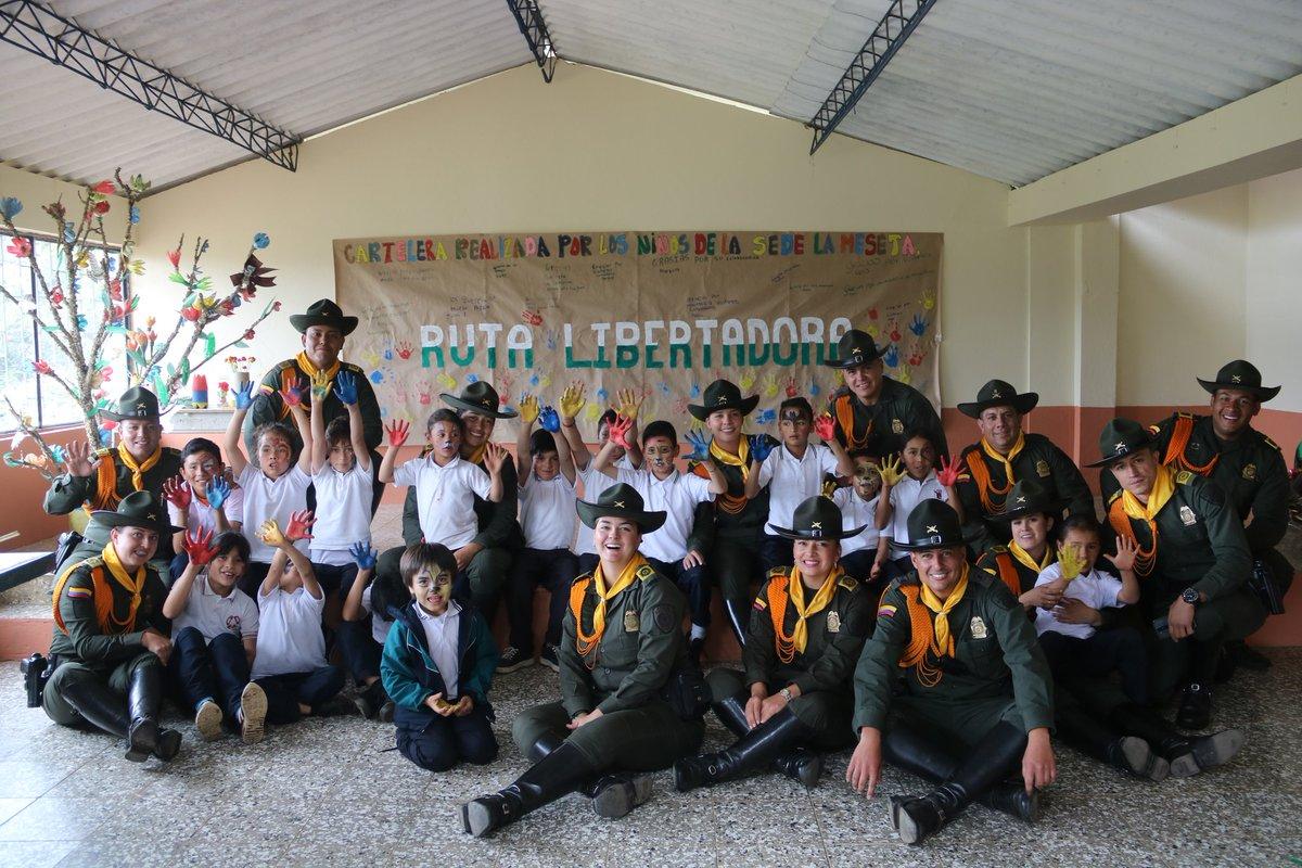 El paso de la #RutaLibertadora por el municipio de #Cerinza Boyacá llevo sonrisas y alegría a los niños de la escuela La Meseta, realizando actividades lúdico recreativas y huertas escolares de igual forma se hizo la entrega de kits escolares. #PoliciaParaLaGente #SISER