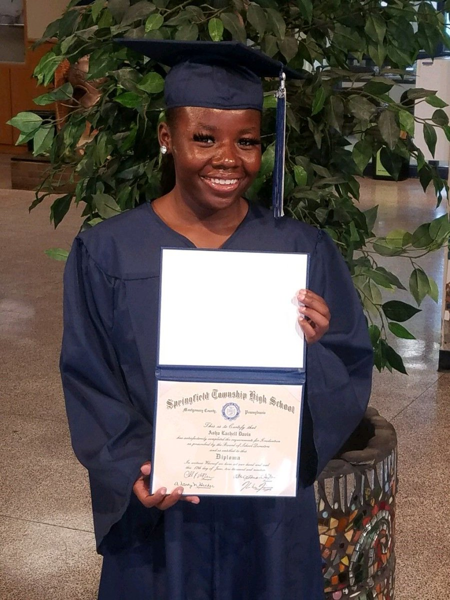 Congratulations to CVCA's former Stork Hill cottage resident Asha D. Asha received her high school diploma from Springfield Township High School in Montgomery County! Asha plans to pursue a career in the medical field to help improve the lives of others.   #womancrushwednsday pic.twitter.com/tgEuShWUqp