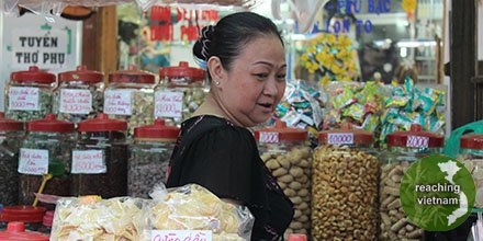 """test Twitter Media - Co has a small idol altar on the floor of her snack stall and does not know the One True God.  Please pray for Co, as her believing friends have told her about God, so she will, """"Taste and see that the Lord is good...""""  Psalm 34:8 #pray4vietnam https://t.co/OPjFykOnRu"""