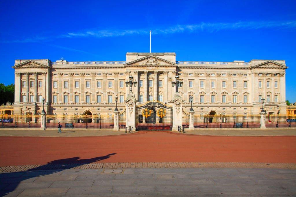 BREAKING: Man breaks into Buckingham Palace while Queen sleeps dailystar.co.uk/news/latest-ne…