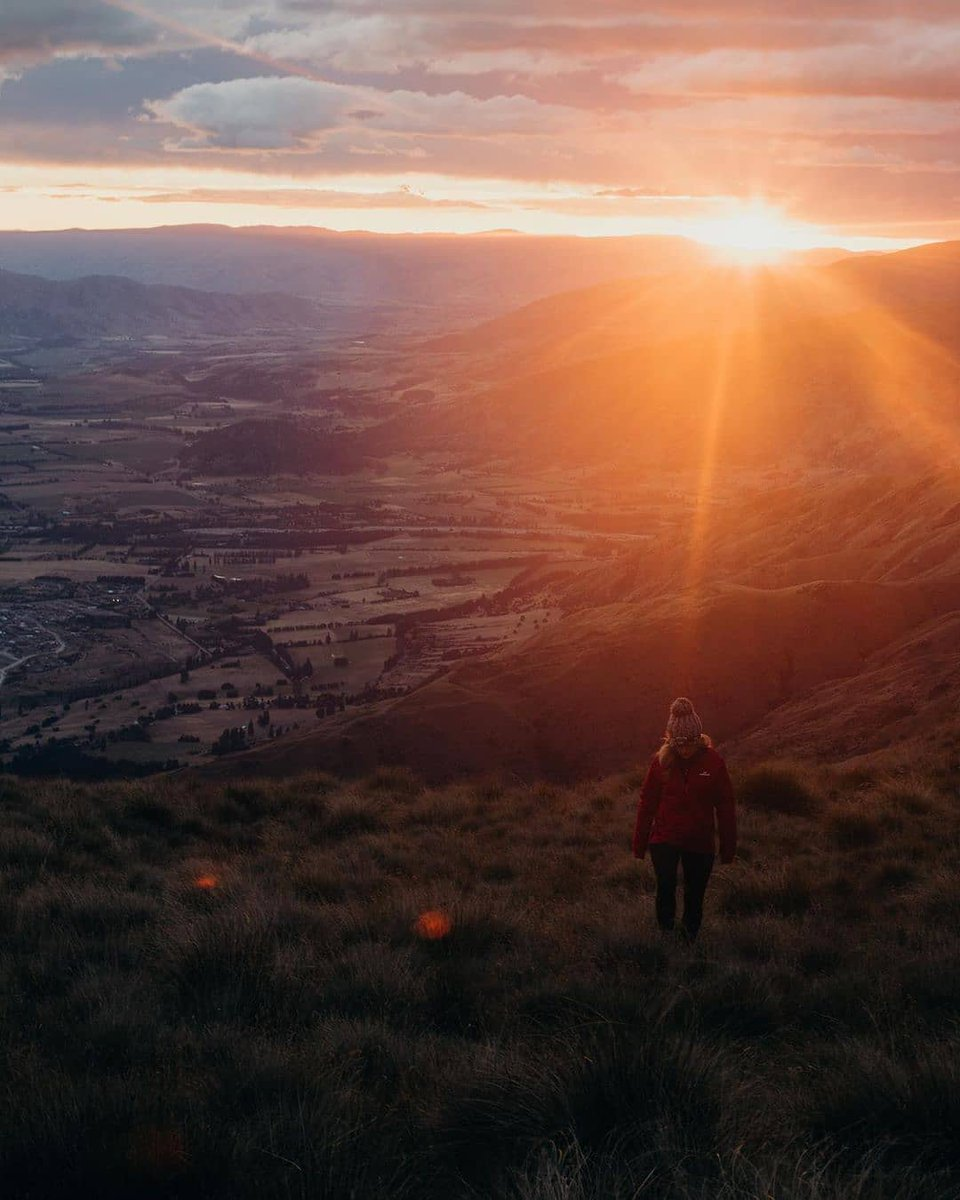 #MeetTheWorld: Where was the best sunrise you ever saw? 🌄Maddy & Jeff got up early for this spectacular view at the stunningWanaka on New Zealand's south island. 📸: @wanderingwilsons