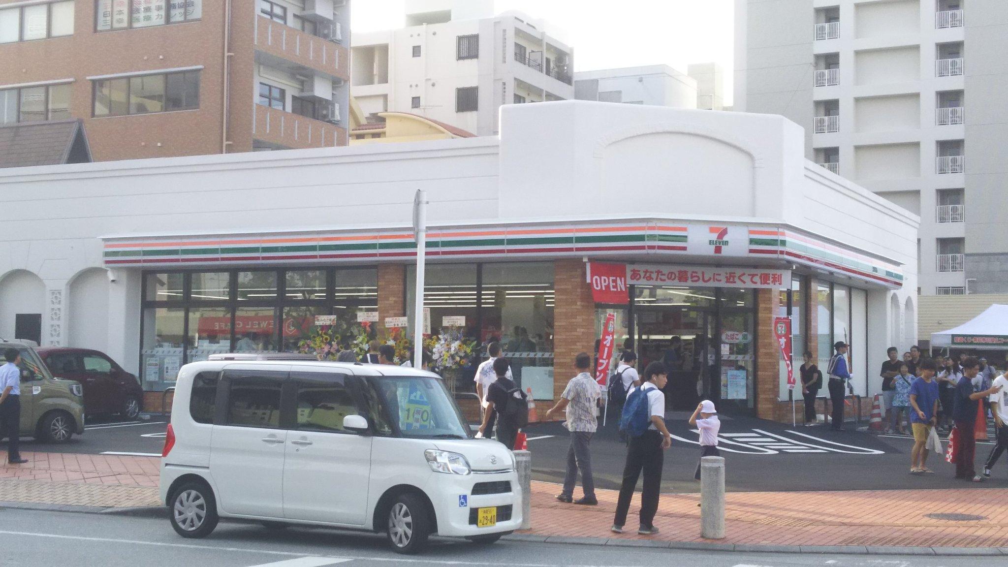 沖縄にセブンイレブンが上陸! 7時開店で、まだ列が伸び続けてる。 完全にコミケの大手サークル。