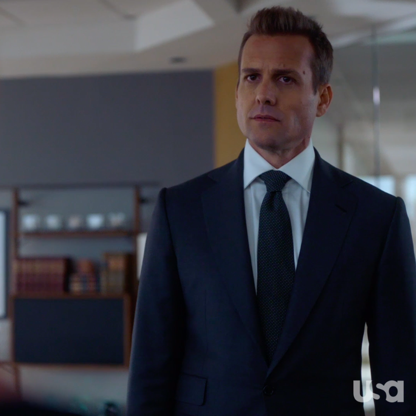 Who's trying to pick off the firm's clients? 🤔 In this EXCLUSIVE clip from the Final Season, Harvey and Samantha might have an idea!