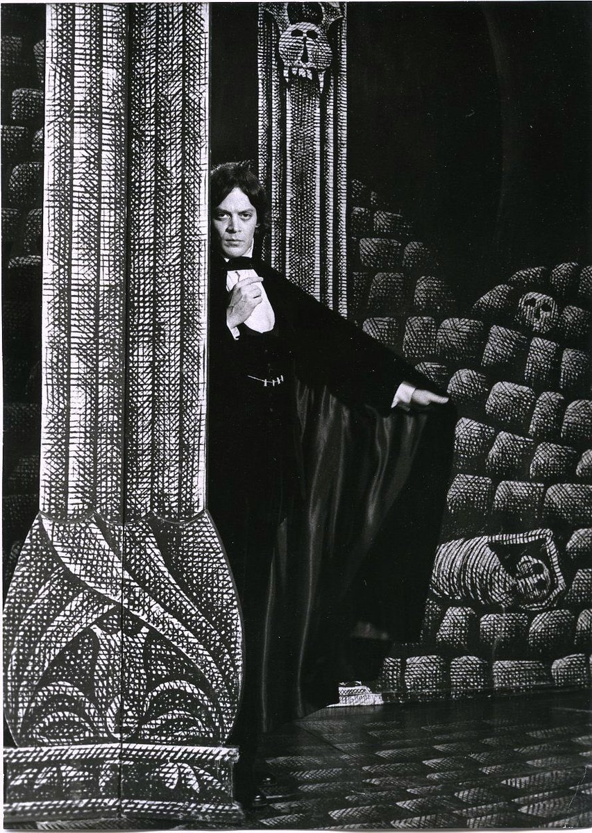 Raul Julia as Dracula in the Broadway production - 1978 <br>http://pic.twitter.com/cgbmhR4asf