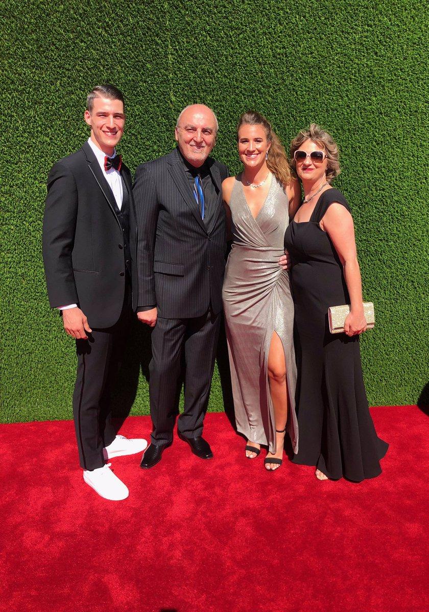 The Ionescu clan. #GoDucks #ESPYs<br>http://pic.twitter.com/aCw3tb19Qa