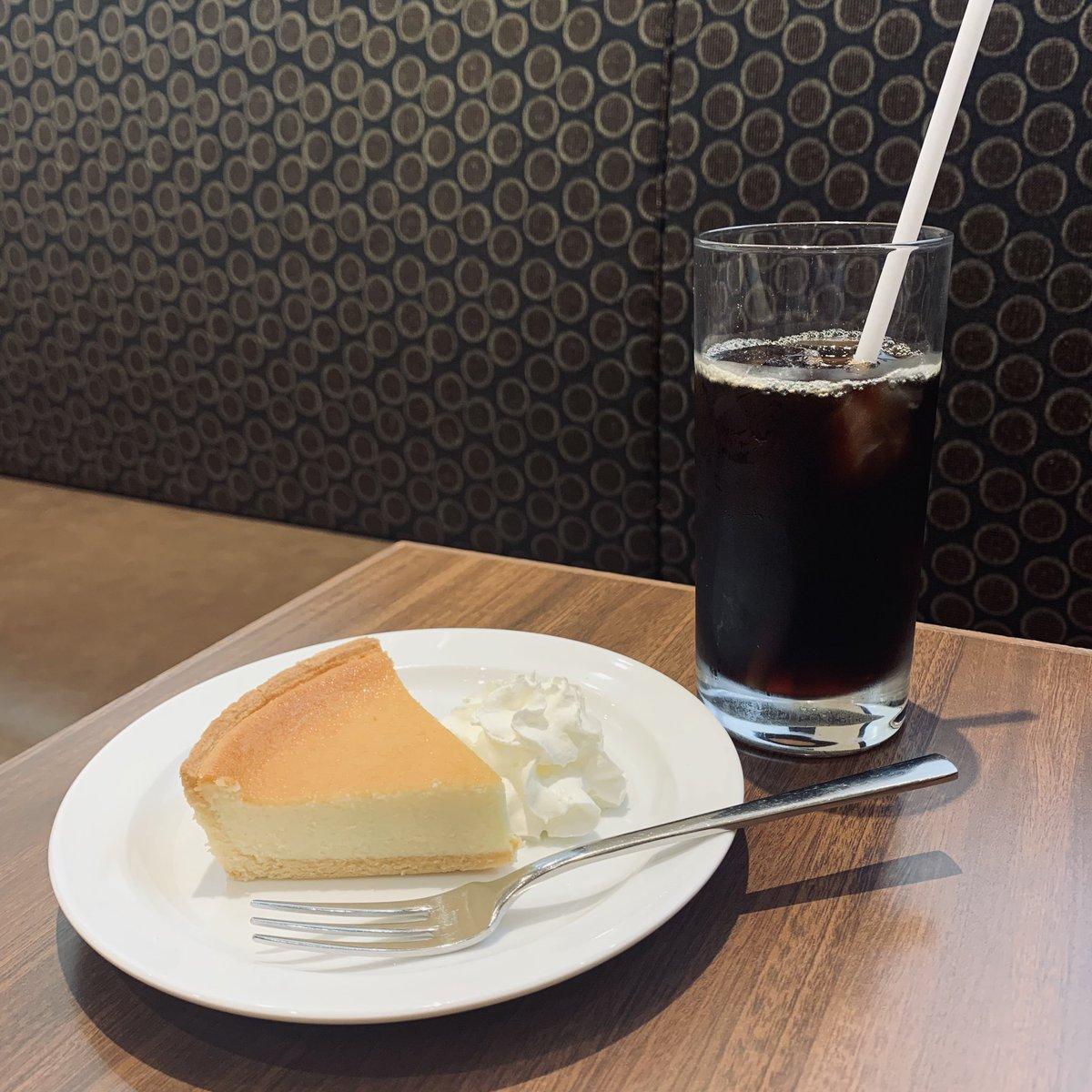 デンマークチーズケーキと コーヒーと私、、☕️ 大好きなデンマークチーズケーキ♡♡ でもレアチーズケーキもプリンもだいすき モロゾフカフェ...