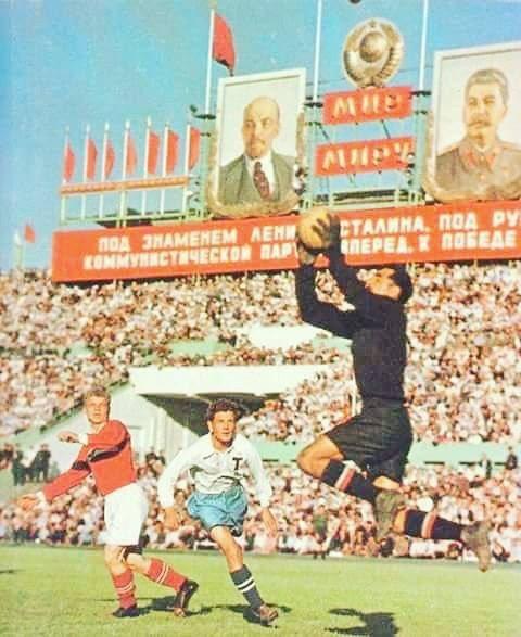FOTOS HISTORICAS O CHULAS  DE FUTBOL - Página 10 D_K1Q20WkAEfcXg