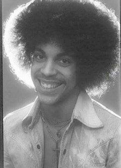 I love this photo of Prince! He was young & free, it's what everyone aspires to be. Can't work on a Smile, u either have it or Not! I Love his Smile! Bootsy baby!!!🤩