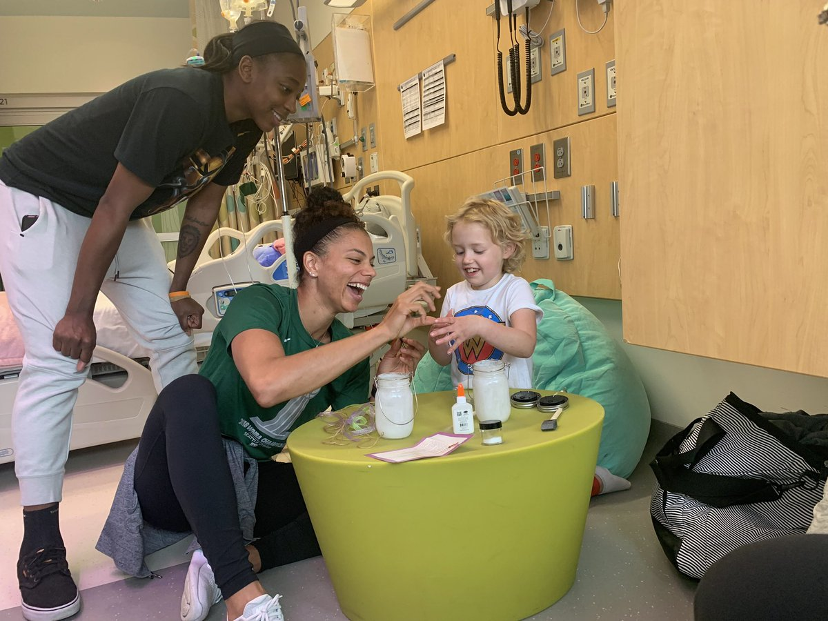 From making fairy lanterns with Wonder Woman Lucy to laughing so hard with families that they doubled over, today was a great visit. Thank you @Alysha_Clark and @jewellloyd for storming in with the fun. #strongagainstcancer – at Seattle Children's Hospital