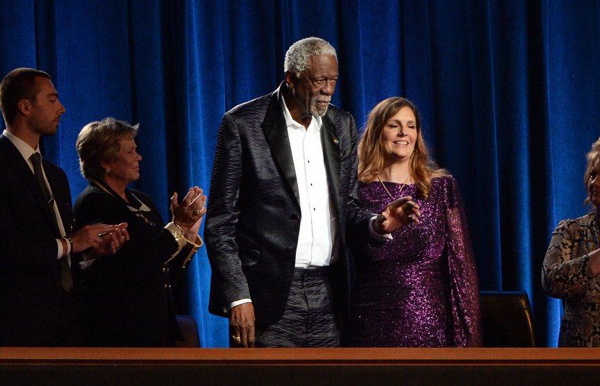 【影片】實至名歸!指環王Russell榮獲阿瑟-阿什勇氣獎,Kobe為其頒獎!-籃球圈