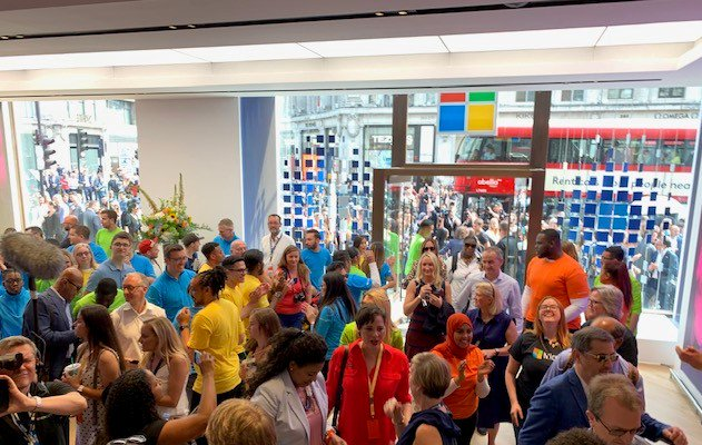 Hello World! Our new flagship @Microsoft store on Oxford Circus is now live! Enjoy! #MicrosoftLDN #MicrosoftUK