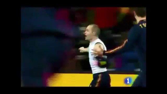 ¿Donde estabas #undíacomohoy hace diez años? Te lo decimos nosotros: Delante de la tele y desgañitándote con el gol de Iniesta en el Mundial de Sudáfrica. El gol de nuestra vida, en @InformeSemanal -- >   #FelizSábado ⚽️⚽️⚽️