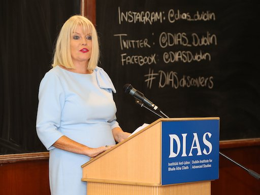 "test Twitter Media - In the words of Michelle Obama, ""you have walked through that door of opportunity, and thank you for reaching back and supporting others"" @mitchelloconnor thanking Professor Teresa Lago, Sec Gen of @IAU_org, for her work trailblazing a path for women in Astronomy. #DIASdiscovers https://t.co/onXEyRVVd8"