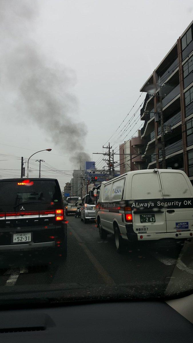 向ヶ丘遊園のダイエー付近で火事が起きている現場の画像