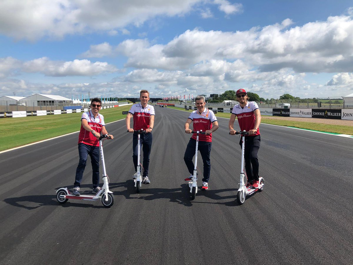 Arrivare a @silverstonecircuit con ✈ is for boys! Arrivare a @silverstonecircuit con 🛴 is for men 🤣 #F1 #BritishGP #Silverstone #AG99🐝