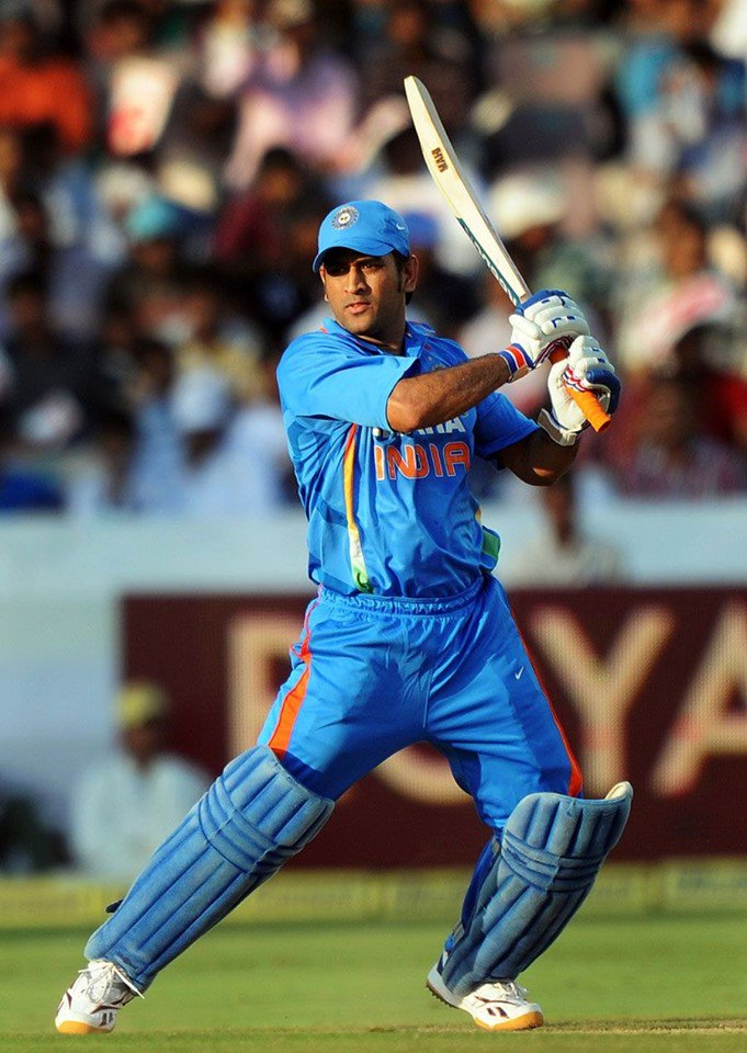 Please #donotretiredhoni Because #DhoniForever #Loveyou3000Times #Dhoni<br>http://pic.twitter.com/dgFk7Ymxer