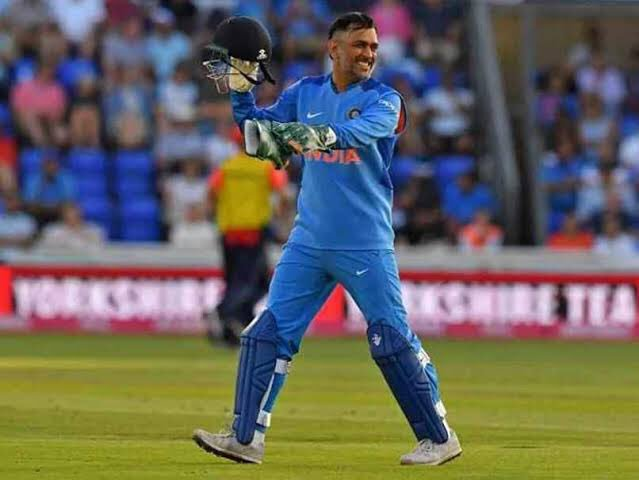 #donotretiredhoni @msdhoni  INDIA is really very lucky to have you MSD. Even after losing our 5 wicktes at a low score the way MSD and @imjadeja built up pressure on opposition bowlers was priceless.Kohli replaced sachin but no one else can replace you mahi bhai Real  of  <br>http://pic.twitter.com/37QBb4cDHe