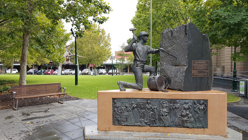 Morning COOL! The Cornish Miner, a tribute to the history in Bendigo, Australia! Been to Bendigo? Rate and review it at http://DestinationRecommended.com/destinations/bendigo…. #ExploreBendigo #Bendigo #Goldfields #VisitVictoria #Victoria #SeeAustralia #Australia #SouthPacific #monument #history #travel