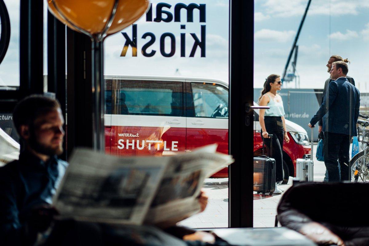 Nach dem luxuriösen Hotelaufenthalt geht es luxuriös weiter mit dem Waterkant Hotel Shuttle!  @25hourshotels  ______________ #waterkantshuttle #hamburgechtbewegen #shuttle #waterkant #newworkspace #mobilität #hamburg #hh #volkswagen #vwt6 #caravelle #25hourshotel https://t.co/FoacwupcUm