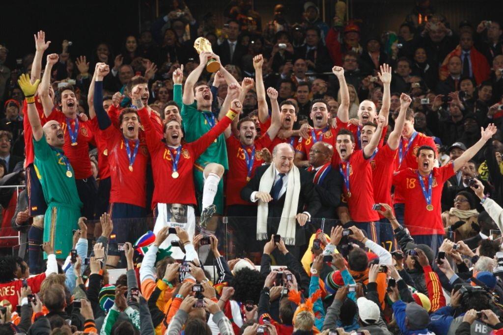 Nueve años del día más especial para el fútbol español. Aquellos momentos inolvidables, aquellos recuerdos imborrables, nos sirven hoy de guía y estímulo para el futuro. #CampeonesDelMundo #ElDíaDeNuestrasVidas #MemoriasDeSudáfrica #VamosEspaña ❤️💛