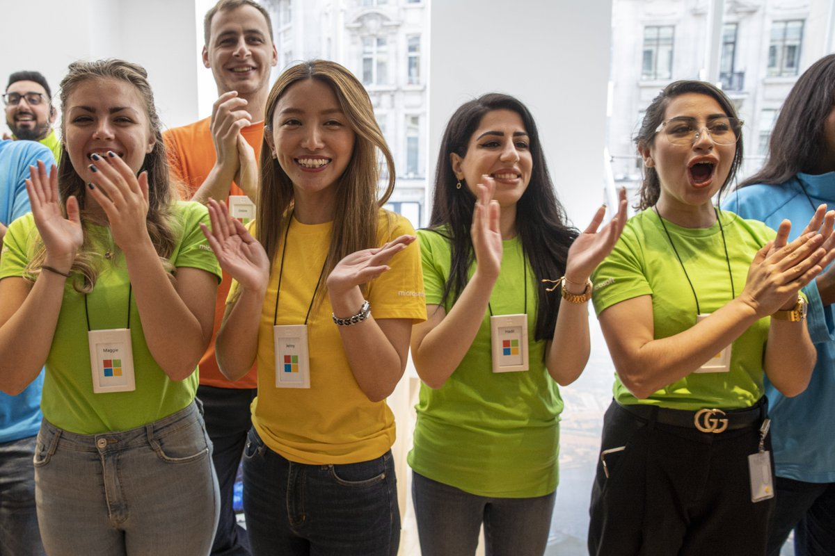 'Thank you for helping us make history': #Microsoft's new London flagship store opens to the public: http://msft.it/6011Tz51b#MicrosoftLDN #Microsoft #Store #London @Microsoft