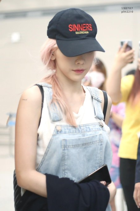 [PHOTO] 190707 Taeyeon - Airport (Hongkong back to Korea) D_MsWrDUEAEb33t?format=jpg&name=small