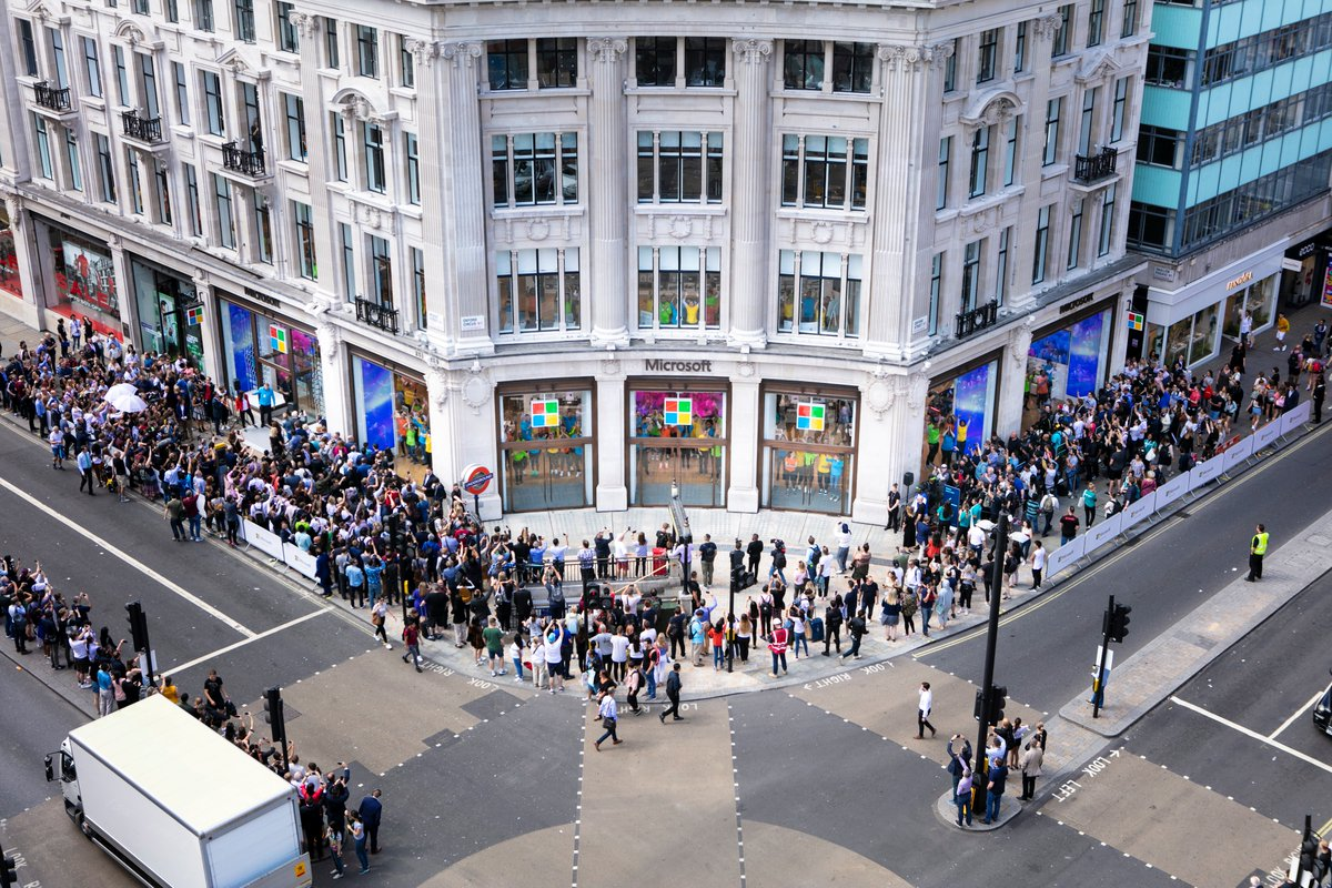 Microsoft's Flagship Store in #London opened its doors today! 🎉 Take a peek inside the shiny new store here: https://news.microsoft.com/en-gb/2019/07/11/your-first-look-inside-microsofts-new-london-flagship-store/…