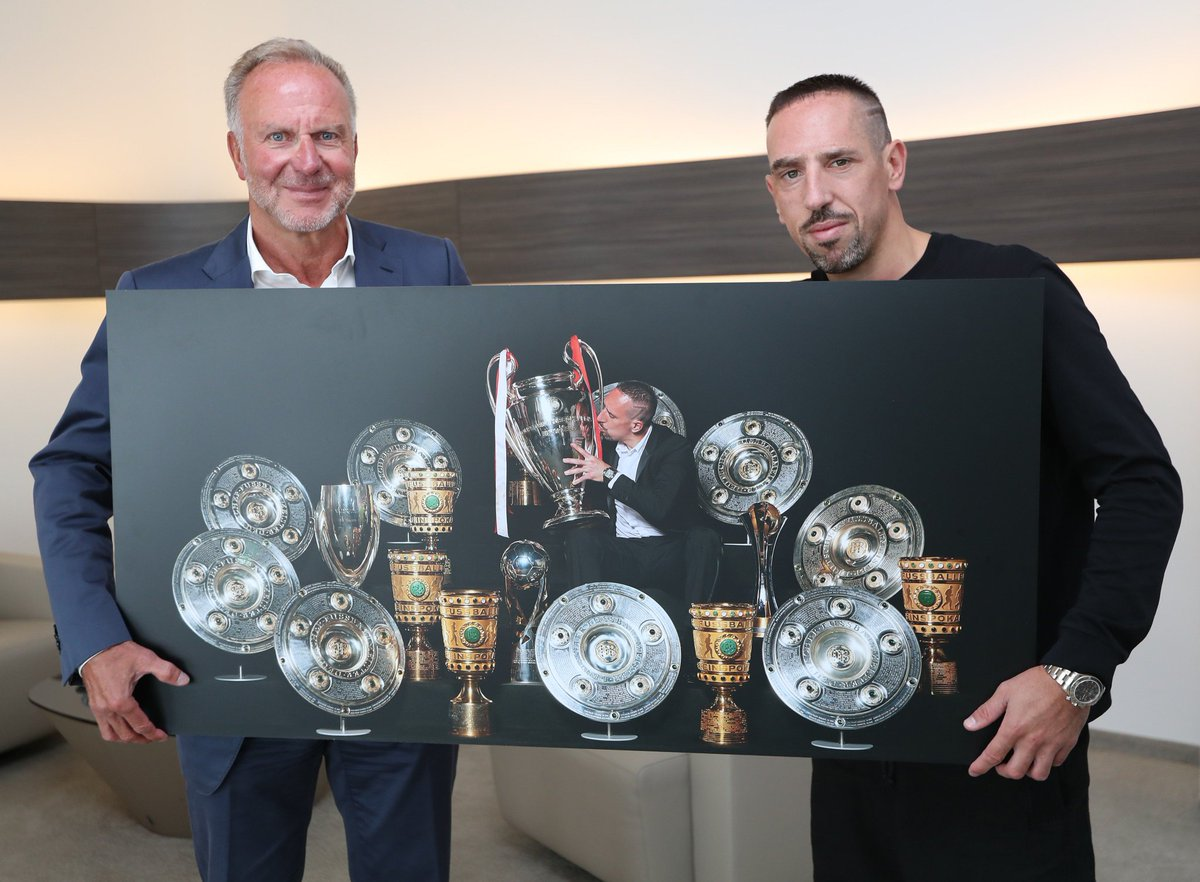 """Bayern & Germany on Twitter: """"Franck Ribéry visited Karl-Heinz Rummenigge in his office at Säbener Straße today. Rummenigge surprised Ribéry with a photo canvas with all the trophies he's won at Bayern"""