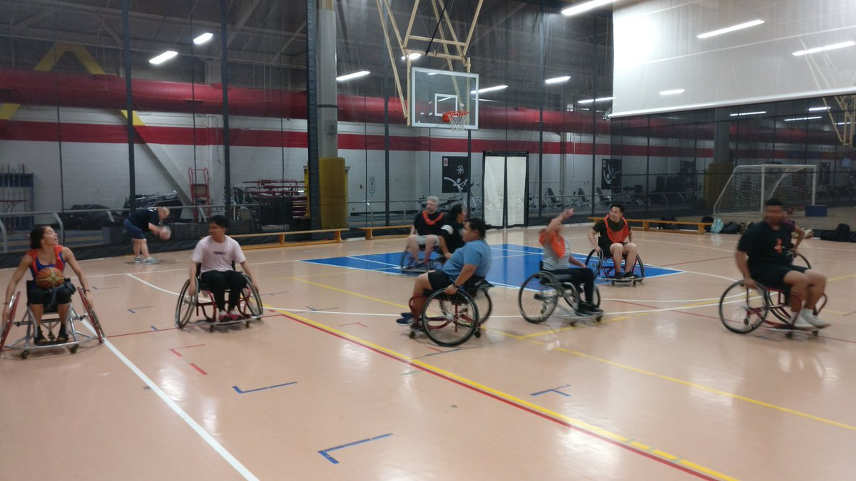 Our 2nd Semester Fitness and Health Promotion students are @varietyvillage learning how to play parasports! @humberFHSW<br>http://pic.twitter.com/Webi1ehxt7