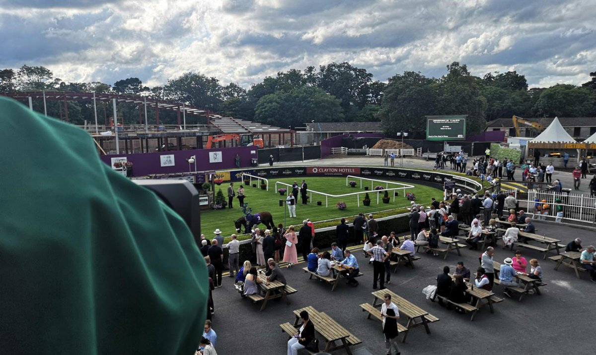test Twitter Media - We're in @LeopardstownRC tonight and horses are in the ring for the first race. Can't wait to hear @TheStunningBand play later too! #LiveAtLeopardstown https://t.co/IY9inH1Q1A