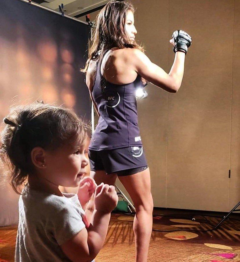 Shoutout 2 the MMA moms | #UFCSacramento @VenezuelanVixen