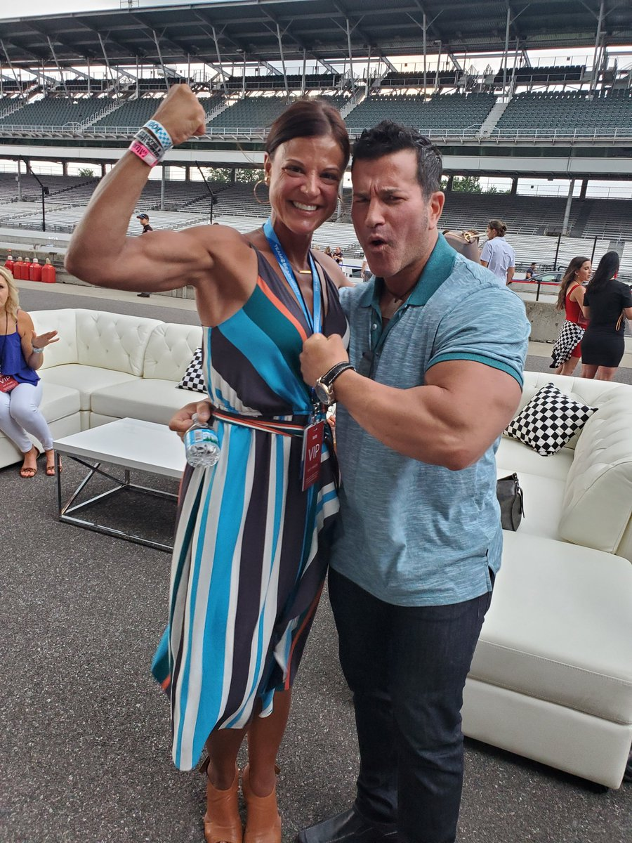 """""""Are you a Hammer or a Nail""""? Current program I am doing is Hammer and Chisel so obvi had to chat it up with @SagiKalev ! #hammerandchisel #bodybeast #sagi #watchmeorjoinme"""