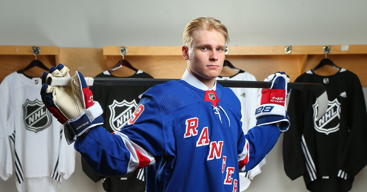OFFICIAL: Rangers Sign Kaapo Kakko to Entry-Level Contract #NYRangers   https:// fanly.link/9cb840b147    <br>http://pic.twitter.com/HgDb9yYvbF