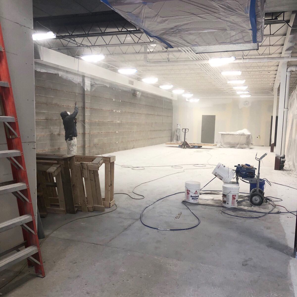 #ProgressPic while painting our new warehouse, located at 5151 N. Ravenswood! A few fast facts:  10,000 sq. ft.  Cooler and freezer are 10x the size of the ones at our Sheridan site  Space for 188 pallets for more bulk donations <br>http://pic.twitter.com/rZQ2er4NVu