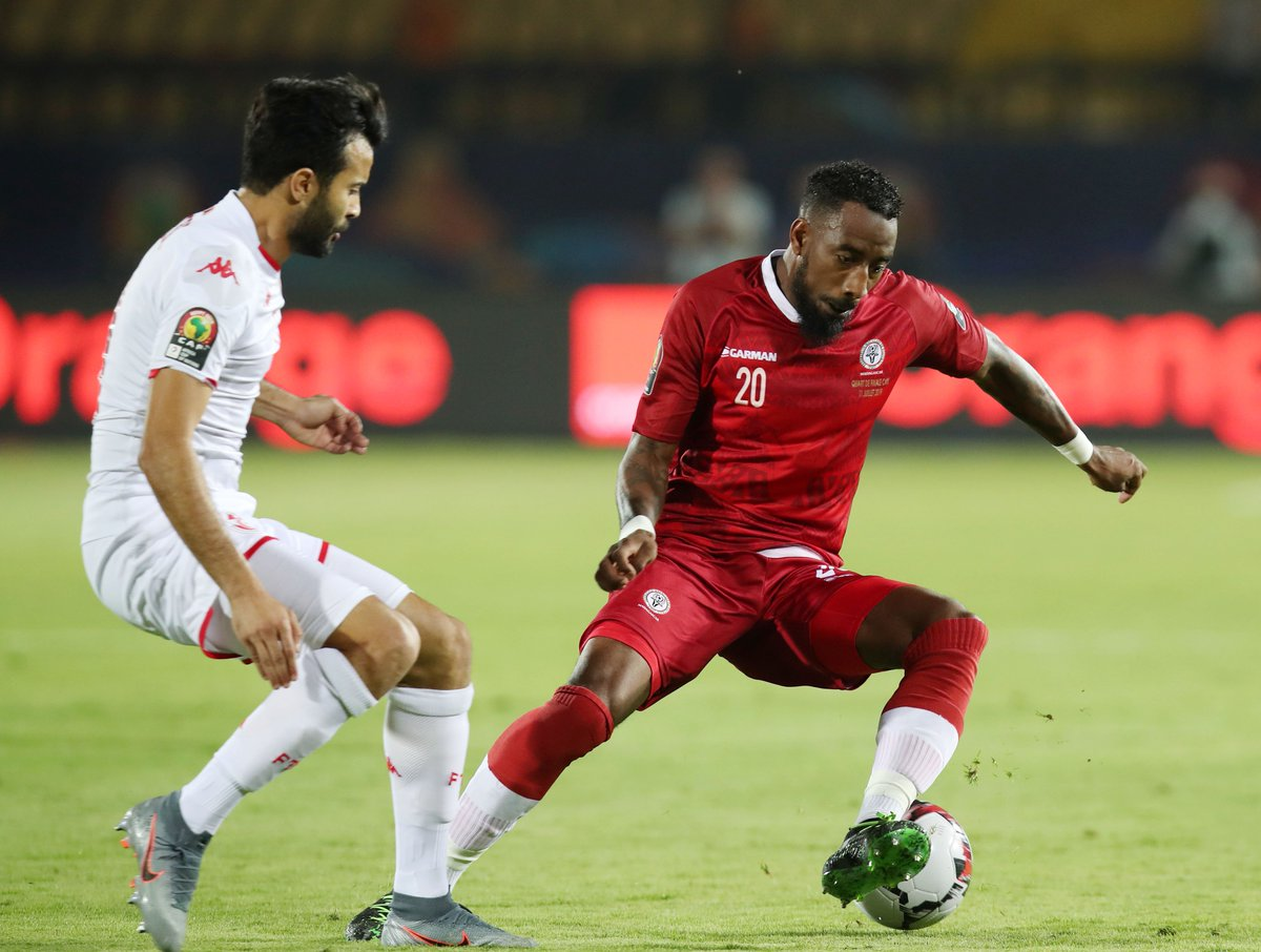 1-0 to #CarthageEagles, almost 60 minutes gone from #MADTUN...  Who will be our fourth semi-finalist?   #TotalAFCON2019<br>http://pic.twitter.com/jk4HTuBLb1
