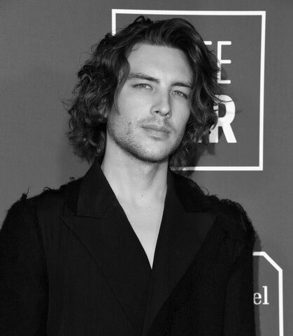 Someone PLEASE cast Cody Fern, Ezra Miller, and Dacre Montgomery in a Lost Boys remake <br>http://pic.twitter.com/VW7jchPdPf