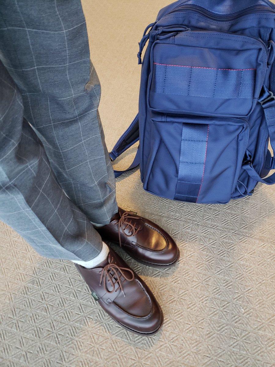雨なので頼りになるパラブーツです。 ・ #paraboots #chambord #briefing  #neotrinityliner #パラブーツ #シャンボード #ブリーフィング #あしもとくらぶ #あしもと倶楽部 #革靴好きと繋がりたい #足元倶楽部 #靴磨き #革靴 #一生モノ #一生モノコレクター