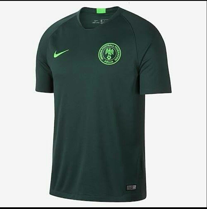 #CIVALG Pls super eagles of Nigeria don't use this jersey against Algeria, it has always bring us bad luck. Retweet if u are with me  Algnga Twitter down <br>http://pic.twitter.com/HrQY7ZDInh