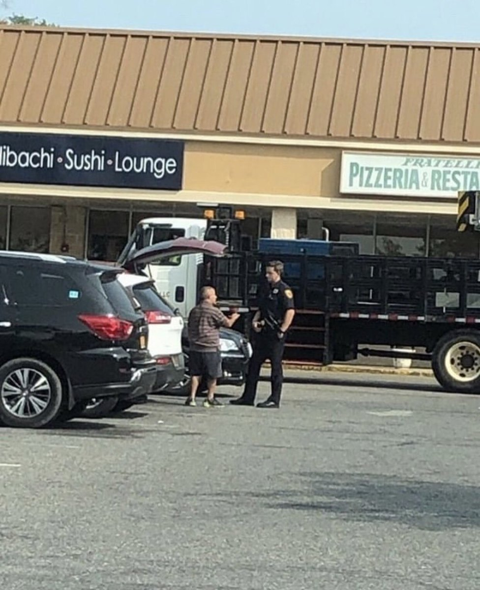 """""""Okay sir, what seems to be the emergency?""""  """"I can't close my trunk""""  #bagelguy #BAGELGATE<br>http://pic.twitter.com/gWRN5t78Dq"""