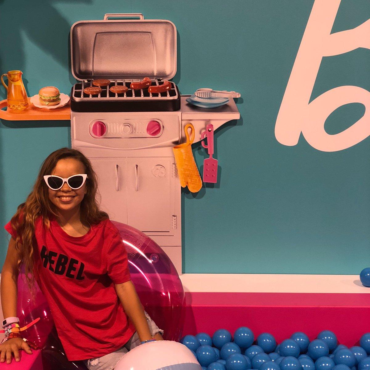 Welcome to the Dreamhouse, @VidCon! ✌️#Barbie #VidCon2019