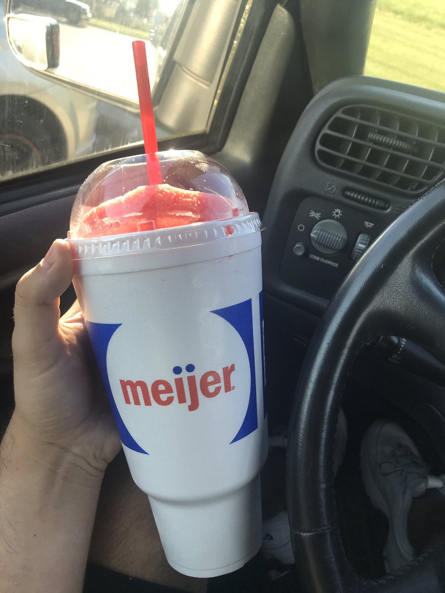 I don't have a 7 eleven anywhere near me but I got the next best thing 44oz cherry icee @Stranger_Things #slurpeeforalexei