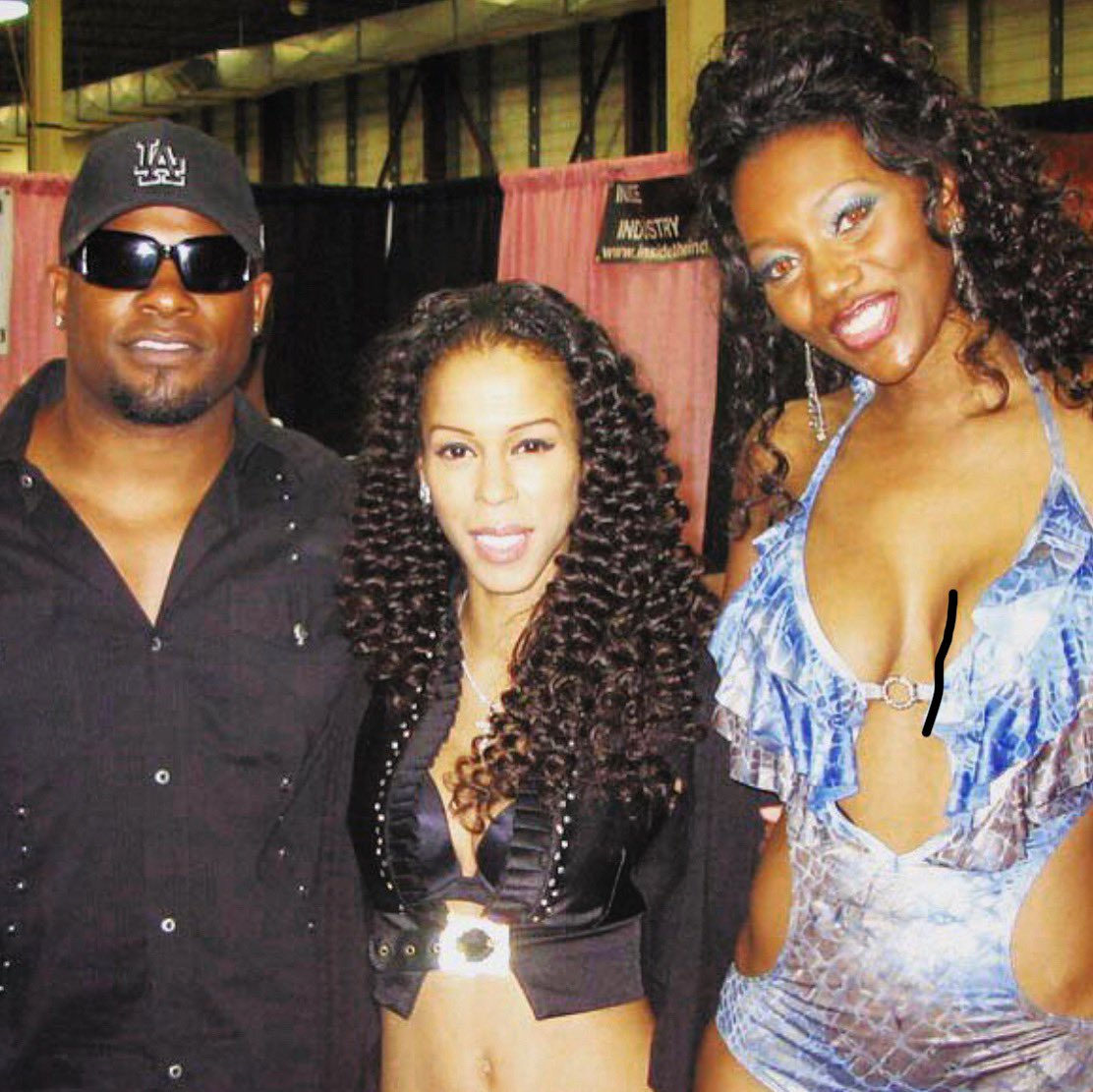 Legendary #TBT On deck with my besties @therealnyomibanxxx & @akamrmarcus at @exxxotica convention signing autographs for fans! #year2005 #fanlove #goodtimes #livingthelegend #mrmarcus #heatherhunter #nyomibanxxx #ogchroniclespic.twitter.com/SGfz3SpN9X