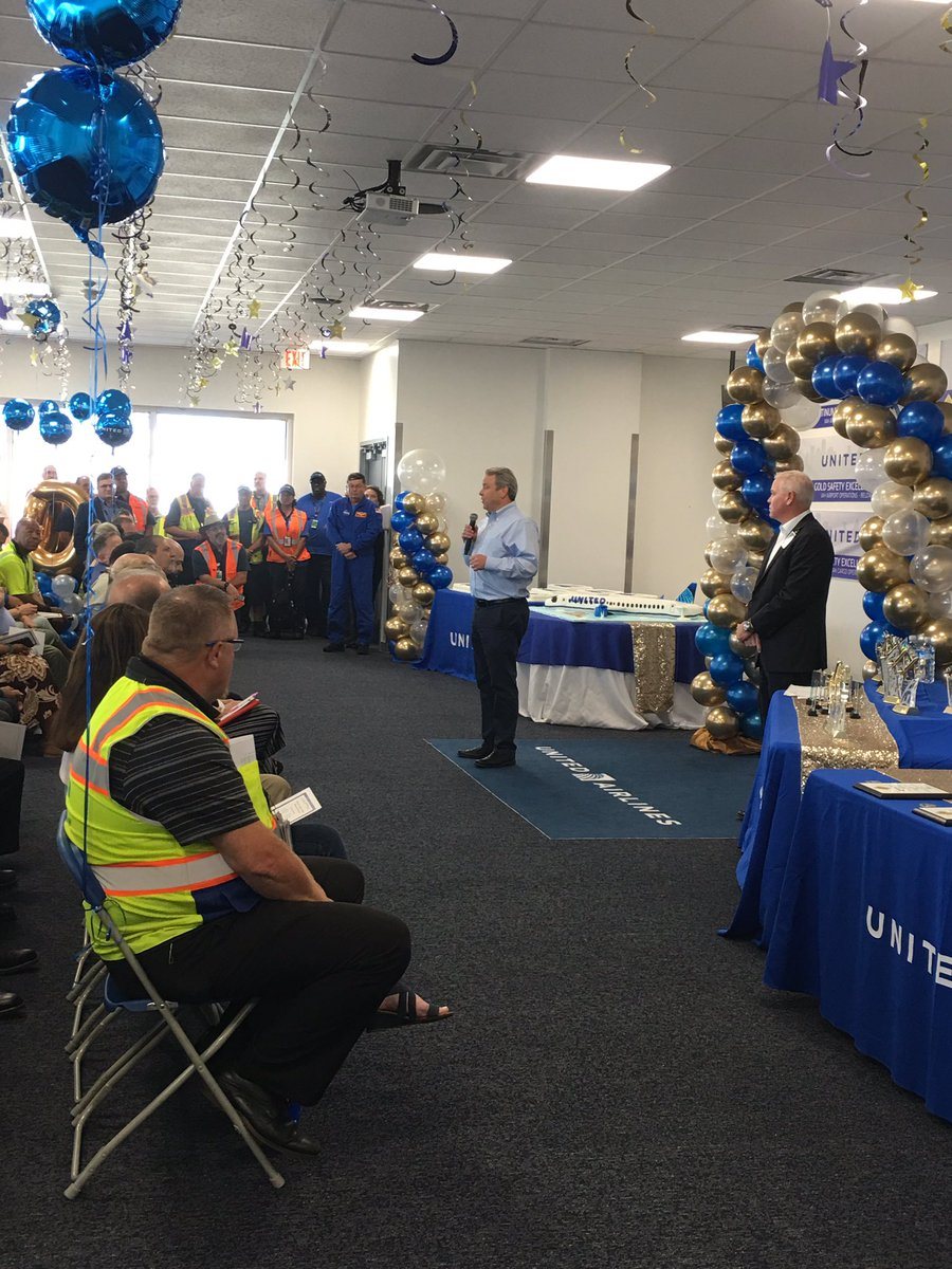 Celebrating Gold Safety with our leaders for several of our IAH departments! Way to go! @weareunited @rodney20148 @billwatts_11 @rich_kushner @csarkari @GregHart_UAL