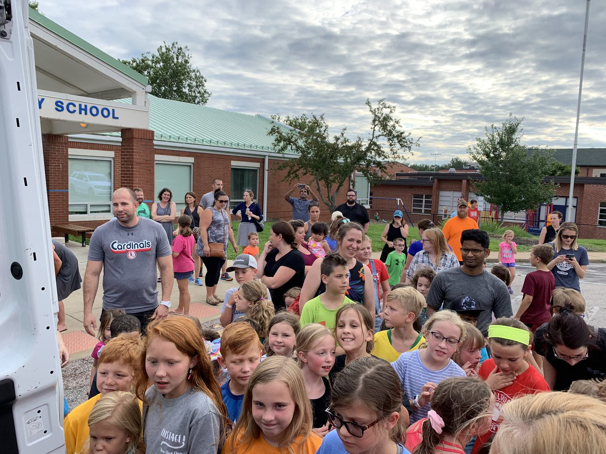 What a wonderful turnout for the fourth day of the Rockwood Book Bus tour. Enjoy the books!