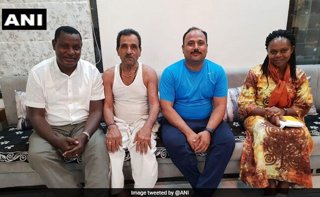 Kenyan lawmaker returns to India after 22 years to repay Rs 200 debt https://www.ndtv.com/india-news/kenyan-lawmaker-richard-nyagaka-tongi-returns-to-india-after-22-years-to-repay-rs-200-debt-2068221 …