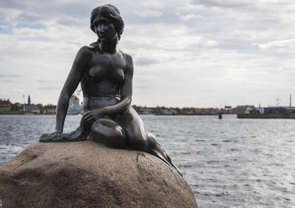 "#SignsThatYouLiveInThePast When You Hear ""Little Mermaid"" You Think of Her... <br>http://pic.twitter.com/syI9gSO9zq"