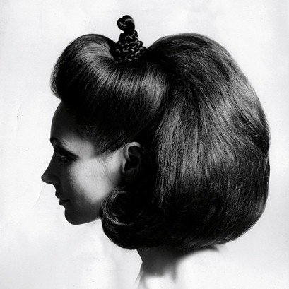 #SignsThatYouLiveInThePast You Like Your Hair Big <br>http://pic.twitter.com/5khsMjyvs2