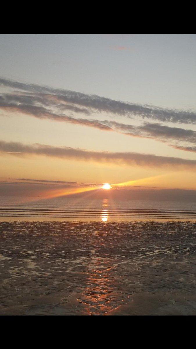 Early morning start!   #FridayMotivation #fridaymorning #beachlife<br>http://pic.twitter.com/qKEmkPJepc