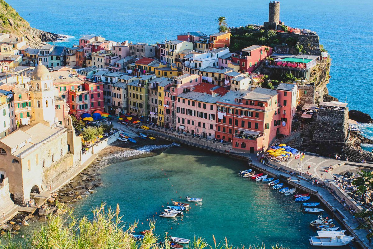 A Huge Smile Dear Friends, It's Friday― There is nothing more beautiful than someone who goes out of their way to make life beautiful for others. Awesome Vernazza, ITALY.  #FelizViernes    #HappyFriday                #reflections<br>http://pic.twitter.com/pxz8cOvxUb